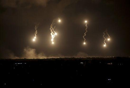 Raketat izraelite ndriçojnë natën e Gazës, 19 korrik 2014