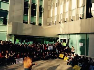 Pamje nga protestat e studentëve në Fakultetin e Shkencave Sociale, UT.