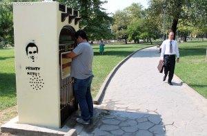 Makineri uji, te vendosura prane parkut Rinia nga Bashkia e Tiranes, pas prezantimit nga kryetari Erion Veliaj 7 penalitetet qe do te ndermerren nga ana e bashkise ne kuader te mbajtjes paster te qytetit. /r/n/r/nWater machine located near the Youth park of the Municipality of Tirana.